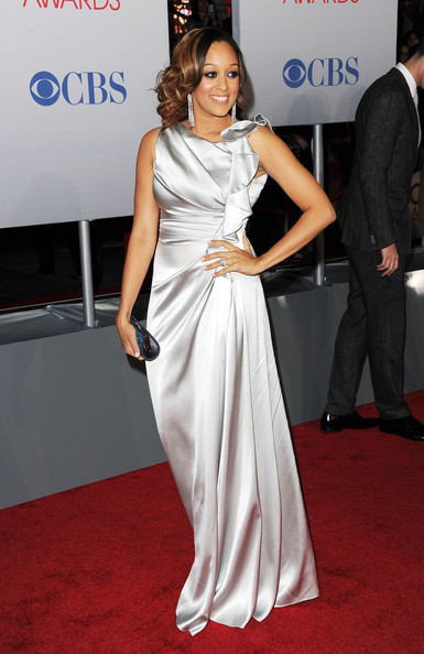 4_Tia+Mowry+2012+People+Choice+Awards+Arrivals+ifTio5O-kQSl